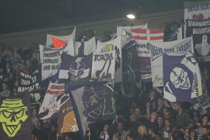 Doppelhalter der Austria Wien Ultras
