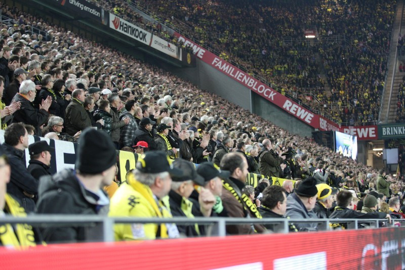 Das ganze Stadion steht 2012 hinter der Mannschaft