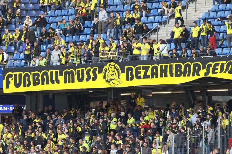 Fußball muss bezahlbar sein - Aktion beim HSV