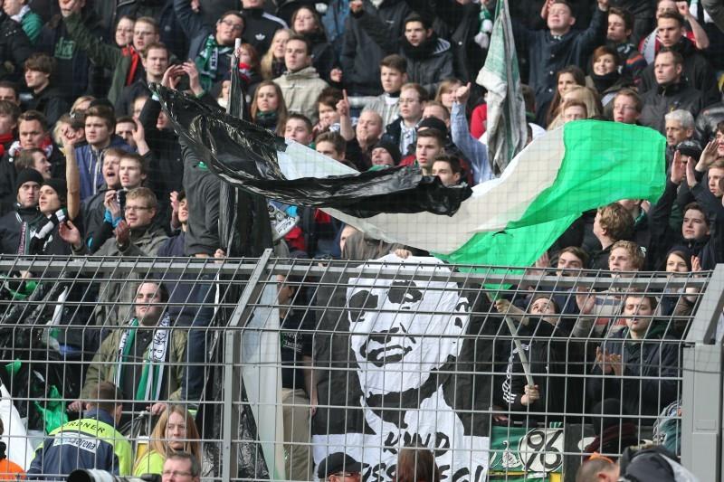 """96 Fans fordern """"Kind muss weg"""""""