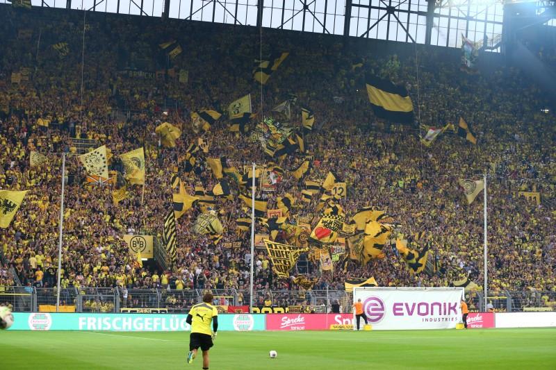 Die Südtribüne beim Heimspiel gegen Werder Bremen