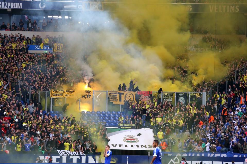 Dortmund Fans Pyro Als Dortmund-fan Oder