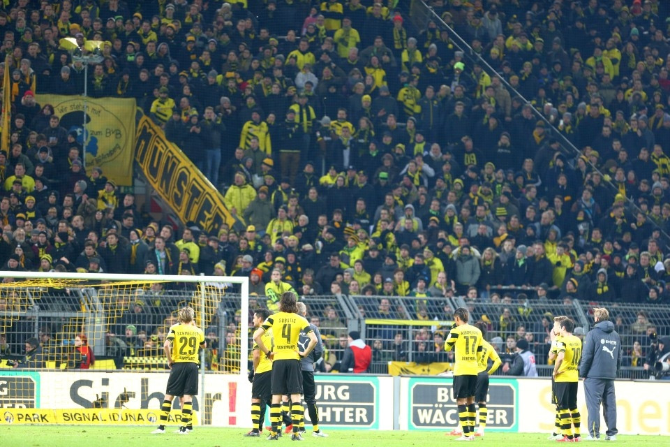 Fans und Spieler trennen nicht nur ein Zaun