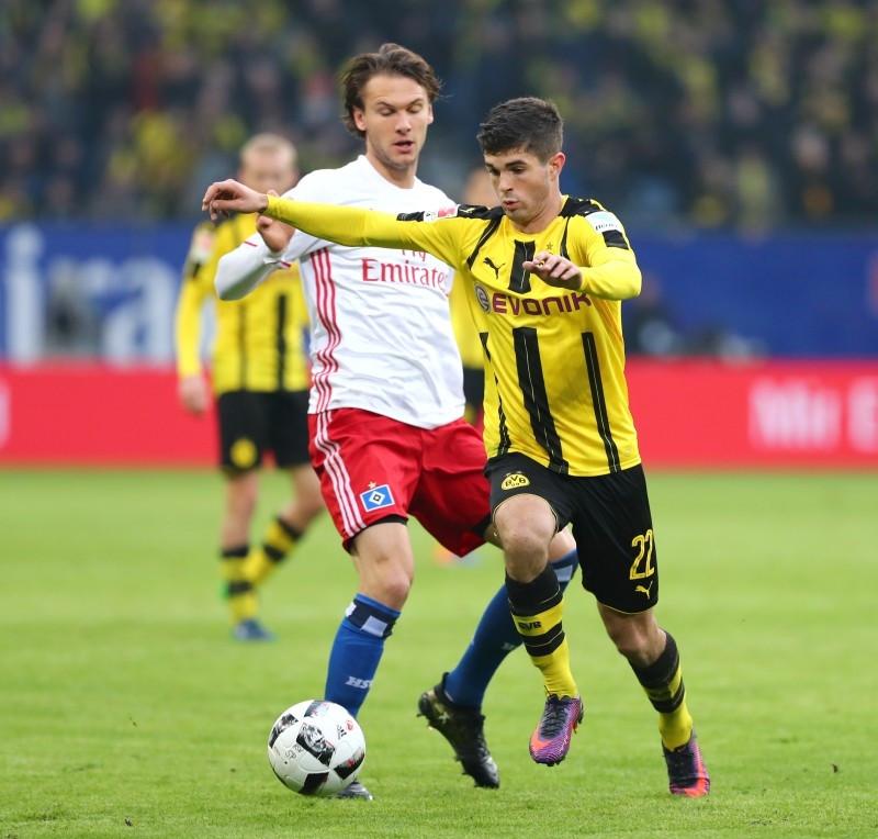 Albin Ekdal gegen Christian Pulisic im Hinspiel