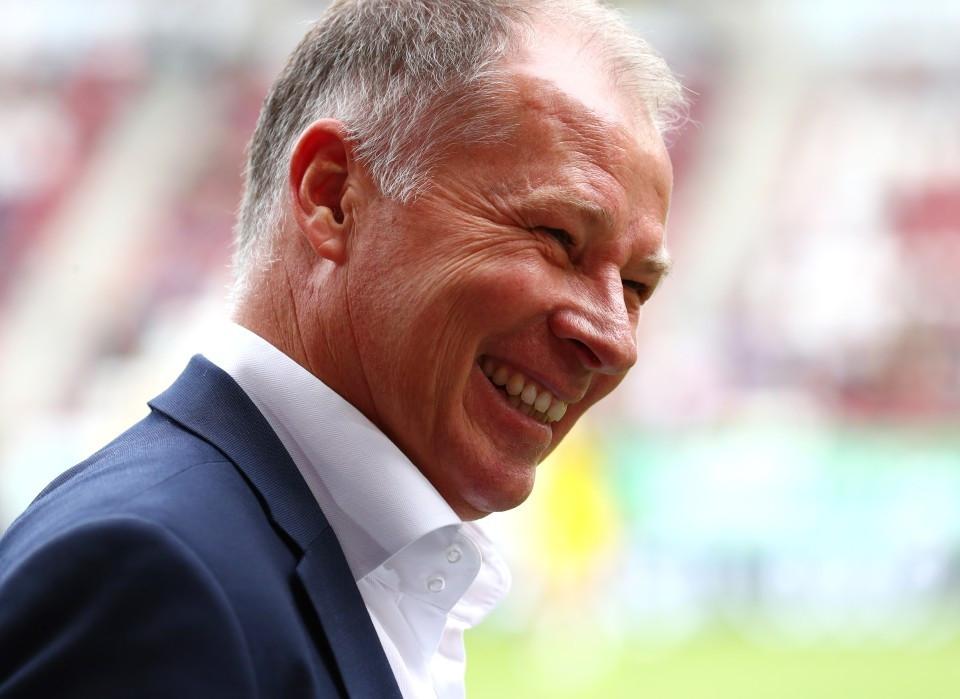 201718, 1. Bundesliga, Fussball, Fußball, GER, 1.BL, 1. BL, Herren, Saison, Sport, football, Portrait, laecheln, lachen, scherzen, Emotion, grinsen - FC Augsburg - BVB