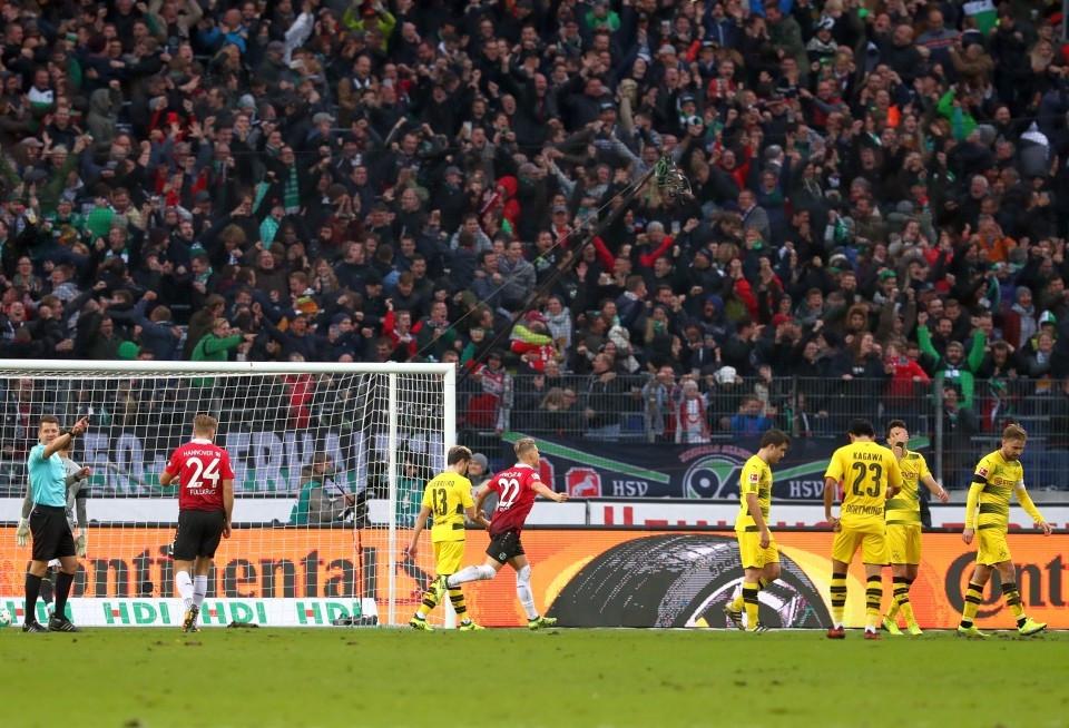 Jubelnde Hannoveraner und hängende Köpfe beim BVB: Es gilt etwas gut zu machen.