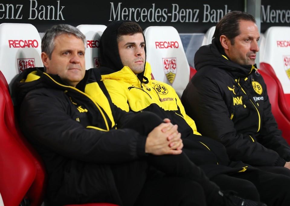 201718, 1. Bundesliga, Fussball, Fußball, GER, 1.BL, 1. BL, Herren, Saison, Sport, football, Halbfigur, halbe Figur, Halbkoerper - VfB Stuttgart - BVB