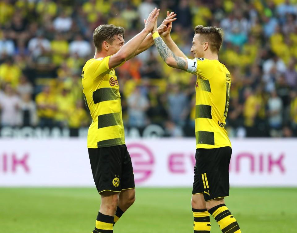 Marco Reus und Maximilian Philipp feiern eine starke Leistung gegen Bayer Leverkusen