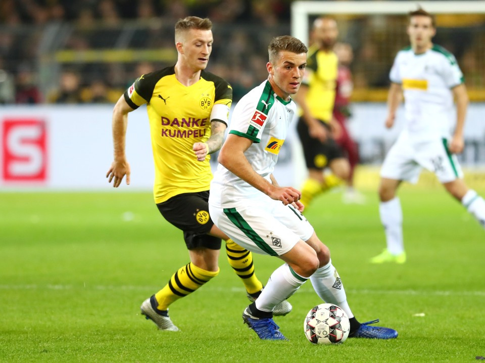 201819, 1. Bundesliga, Fussball, Fußball, GER, 1.BL, 1. BL, Herren, Saison, Sport, football, Zweikampf, Aktion, Duell - BVB - Borussia Mönchengladbach