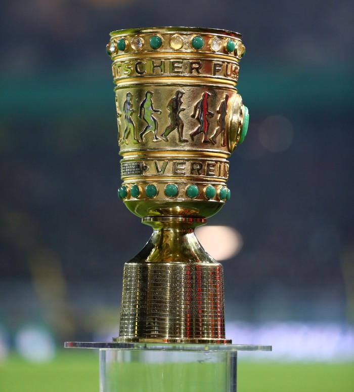 20182019, Vereinspokal, Fussball, Fußball, GER, Herren, Saison, Sport, football, Achtelfinale, Mikrofon, Halbfigur, halbe, Figur, Halbkörper - BVB - Werder Bremen