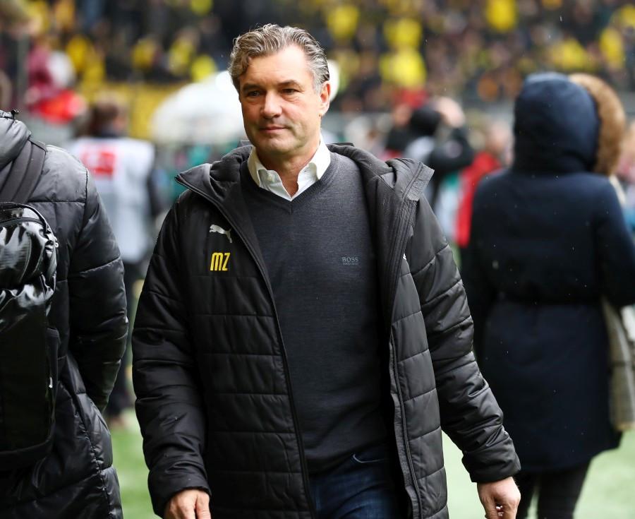201819, 1. Bundesliga, Fussball, Fußball, GER, 1.BL, 1. BL, Herren, Saison, Sport, football, Halbfigur, halbe, Figur, Halbkörper - BVB - VfB Stuttgart