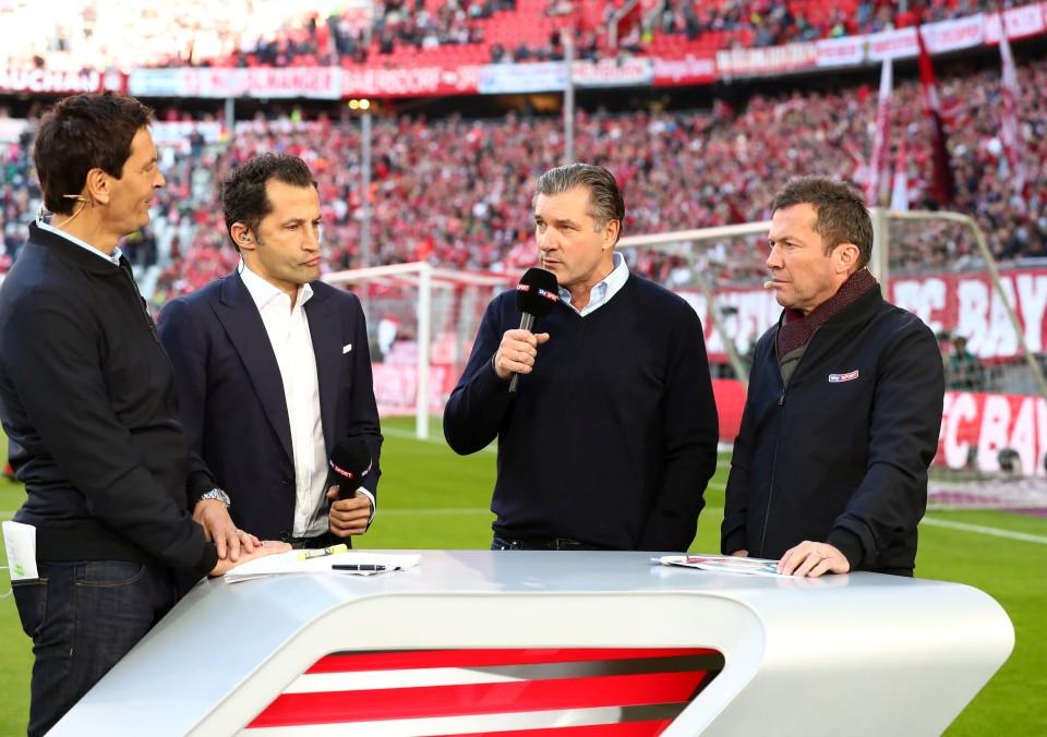 201819, 1. Bundesliga, Fussball, Fußball, GER, 1.BL, 1. BL, Herren, Saison, Sport, football, Halbfigur, halbe, Figur, Halbkörper, besprechen, austauschen, unterhalten, Mikrofon - FC Bayern München - BVB
