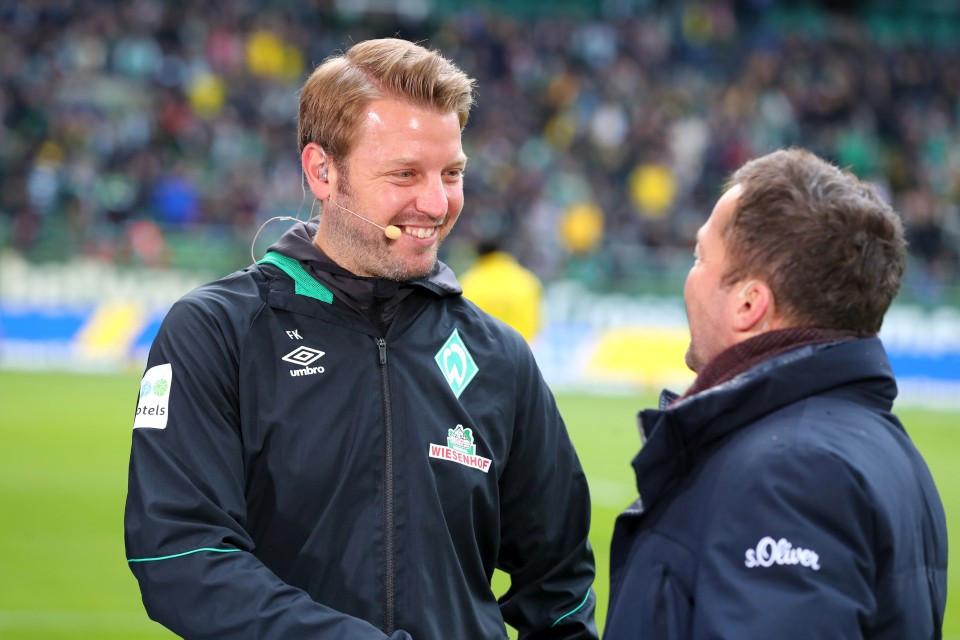 201819, 1. Bundesliga, Fussball, Fußball, GER, 1.BL, 1. BL, Herren, Saison, Sport, football, Portrait, begrüßen, lächeln, lachen, scherzen, Emotion, grinsen, besprechen, austauschen, unterhalten - SV Werder Bremen - BVB
