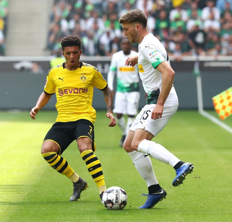 201819, 1. Bundesliga, Fussball, Fußball, GER, 1.BL, 1. BL, Herren, Saison, Sport, football, Zweikampf, Aktion, Duell - Borussia Mönchengladbach - BVB