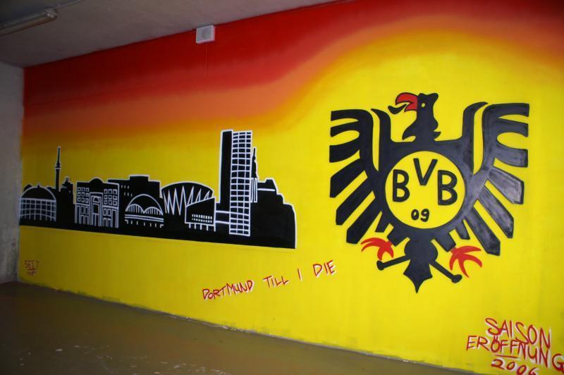 graffitis westfalenstadion dortmund bvb borussia. Black Bedroom Furniture Sets. Home Design Ideas