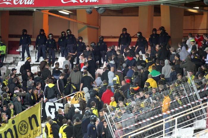 In Sevilla machten die BVB-Fans zum ersten Mal Bekanntschaft mit der Polizei
