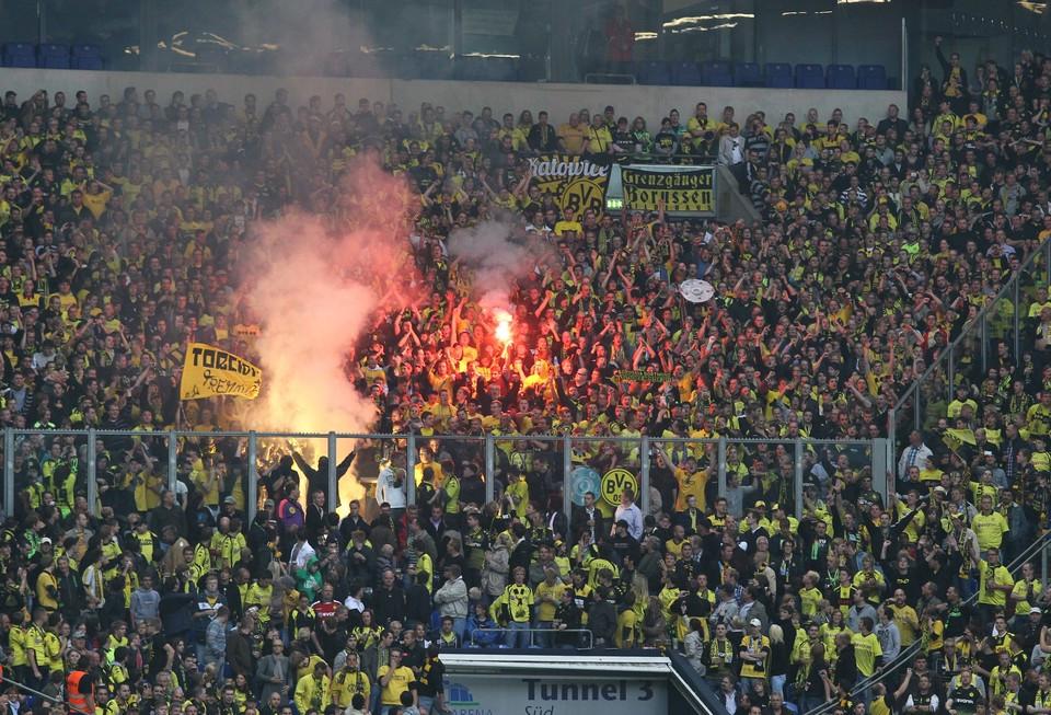 Dortmund Fans Pyro Bvb-fans Pyro Dfb-supercup