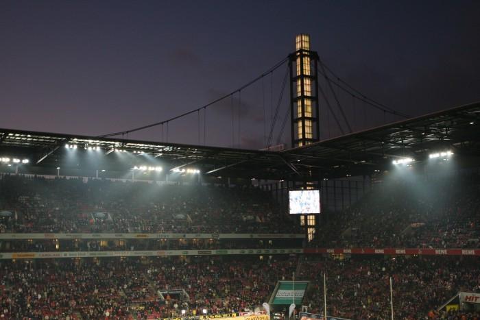 Flutlicht in Köln schafft immer eine besondere Atmosphäre