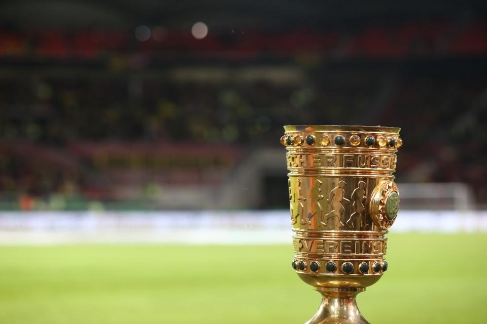 Der DFB-Pokal, seit 1965 in dieser Form.